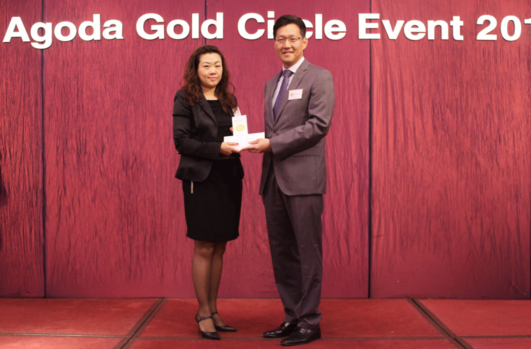 "Galaxy Hotel and Banyan Tree Macau recieves ""2014 Gold Circle Award"" from Agoda.com"