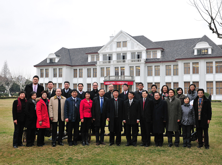 Donations were pledged for the renovation and expansion of a centenary building at Fudan University